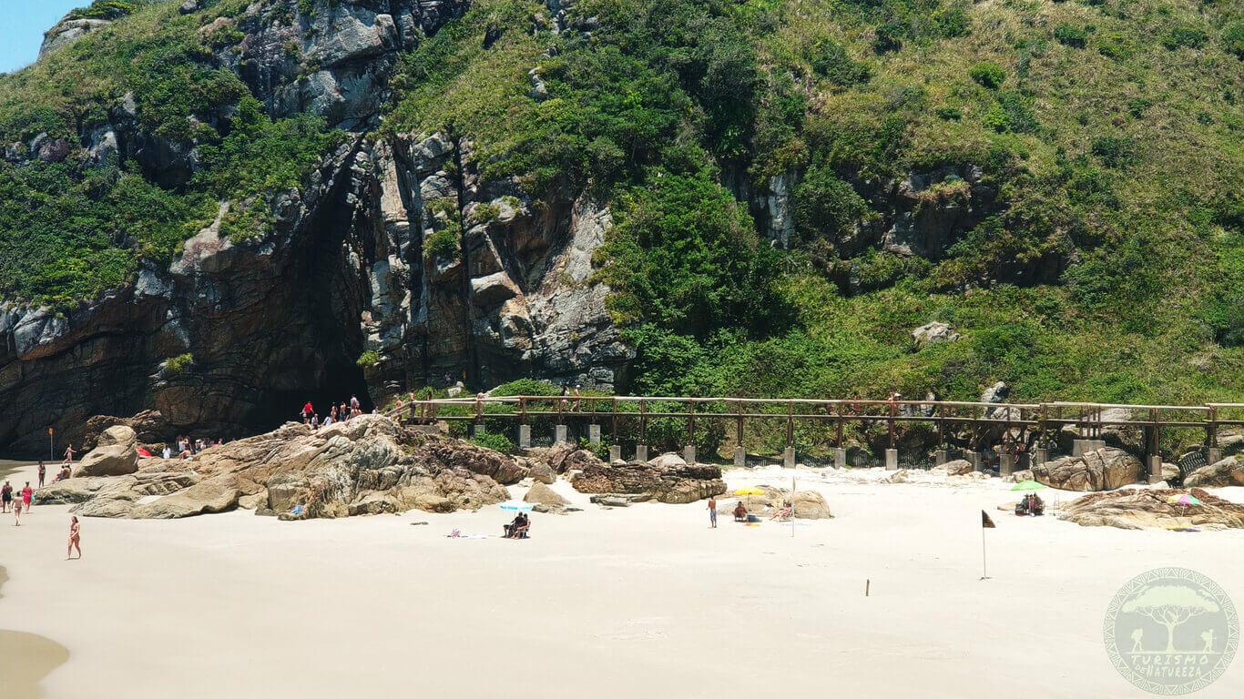 Praia da Gruta na Ilha do Mel