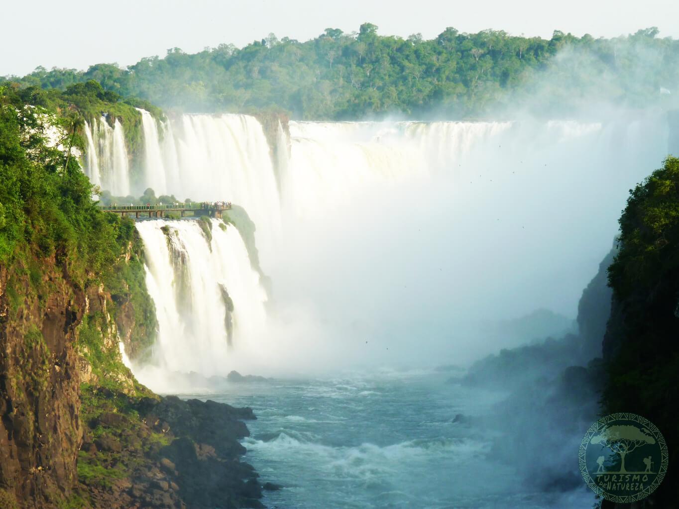 Garganta nas Cataratas do Iguaçu visto pelo lado argentino