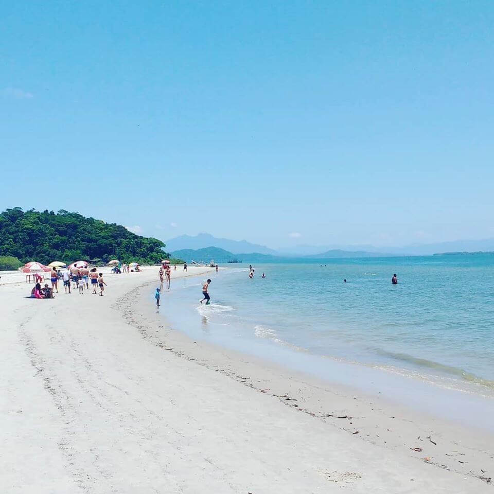 Praia de Itacuruçá na Ilha do Cardoso.