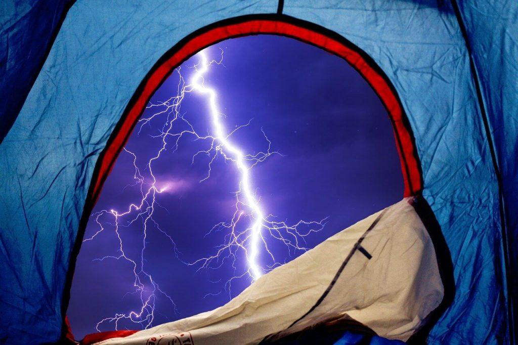 Sobre Como escolher uma barraca de Camping, é muito importante que ela seja impermeável.