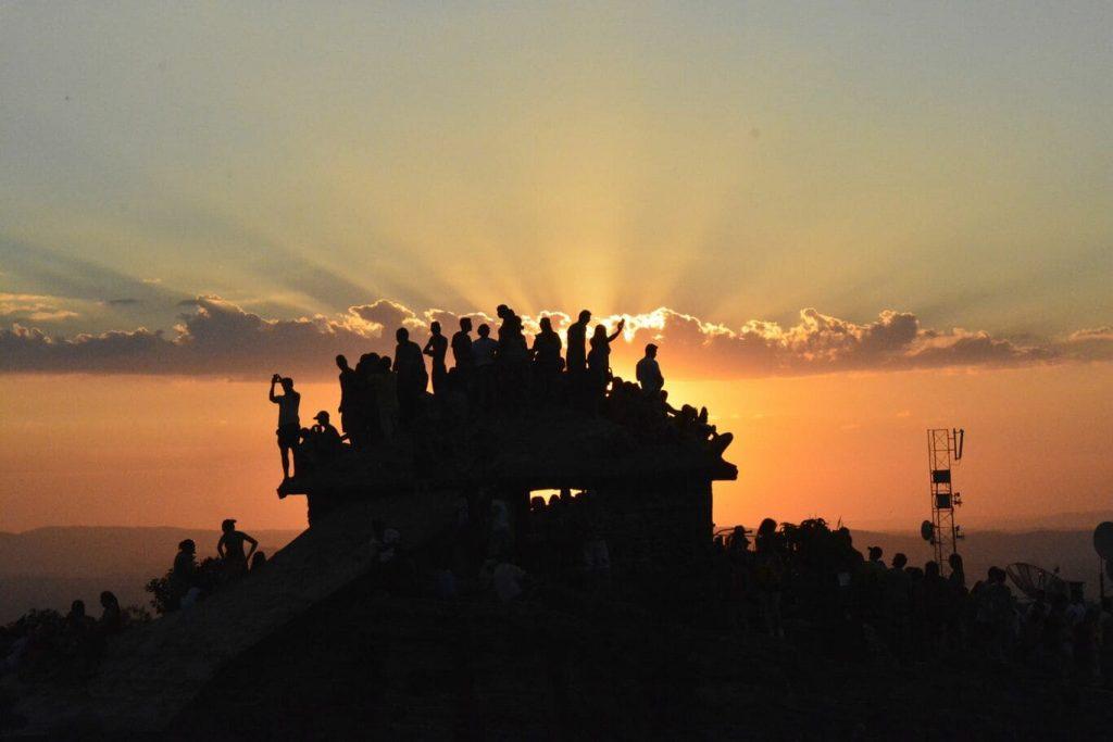 O que fazer em São Tomé das Letras: Pôr do sol na Casa da Pirâmide.