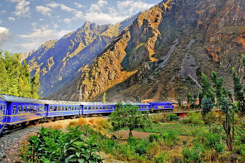 viajando de Machu Picchu de trem